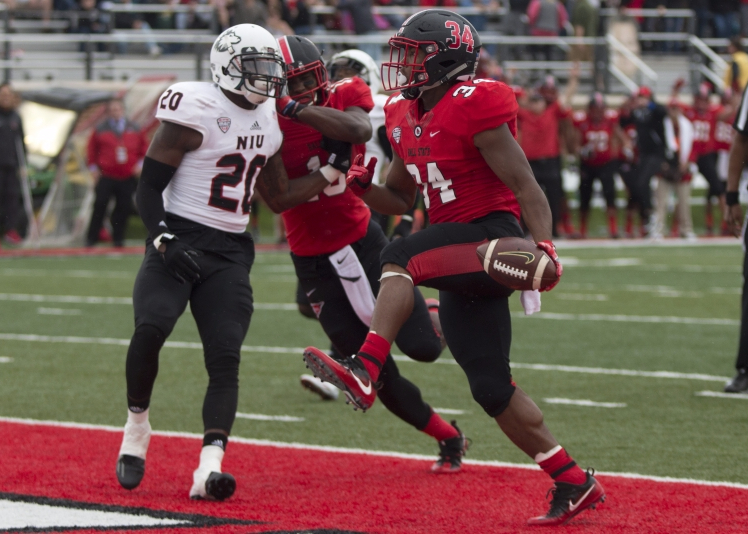 Gilbert breaks out with 3 touchdowns in loss to NIU