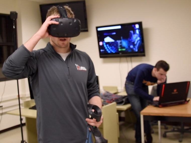 Student immerses education, business in virtual reality