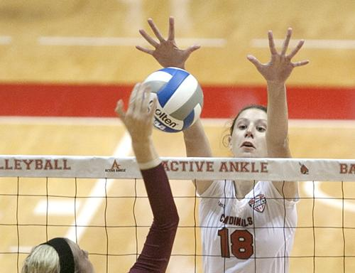 WOMEN'S VOLLEYBALL: Ball State veterans propel Ball State against Central Michigan during season