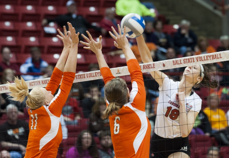 WOMEN'S VOLLEYBALL: Offense falters after team suffers injuries