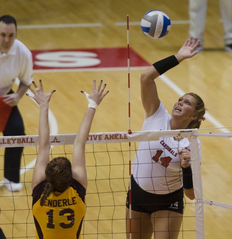 Women's volleyball team travels to Dayton