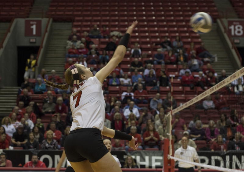 WOMEN'S VOLLEYBALL: Third matchup against Western Michigan doesn't intimidate players
