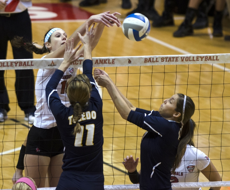 WOMEN'S VOLLEYBALL: Ball State drops home finale 3-2