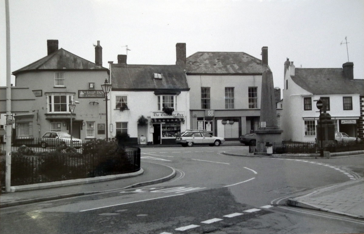 1989 - The Square