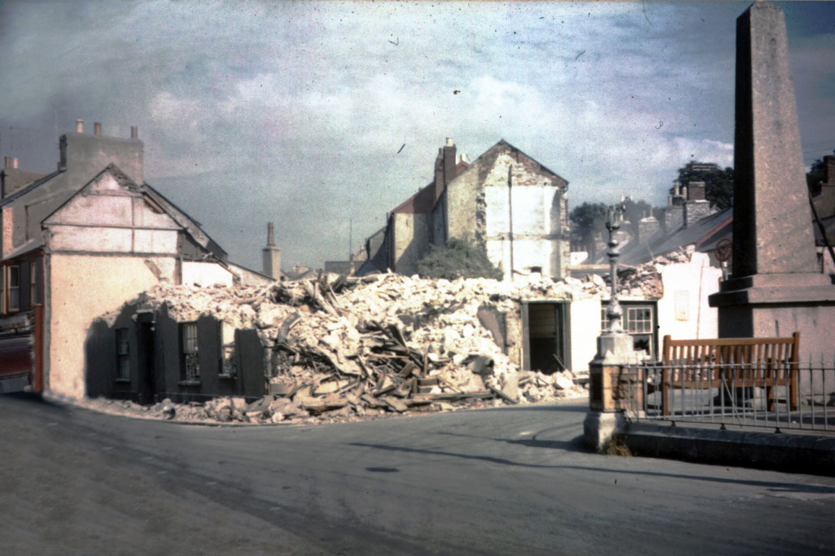 September 1962 - Demolition of The Lion Inn