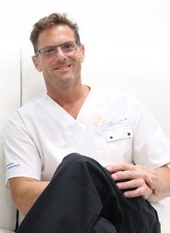 Dr. Daniel E. Levin (Даниель Левин), MD