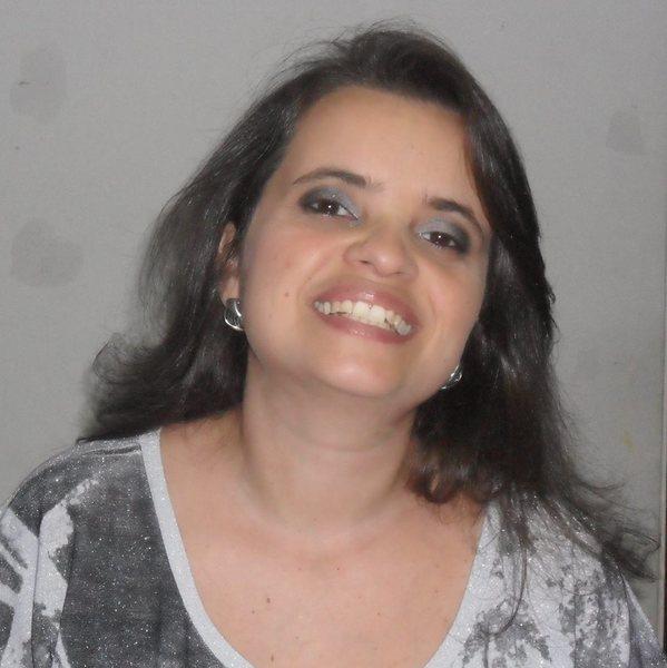Viviane Cybelle T. de Araújo