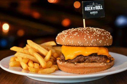 Cheese Burger: Pague 1 e leve 2 por R$22,40!