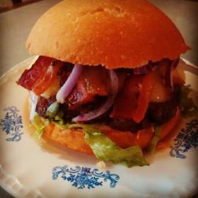 Hambúrguer Caseus com 30% de desconto