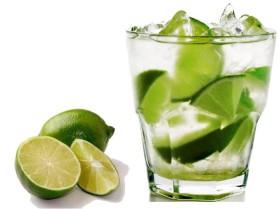 50% OFF: Caipiroska de Limão com Absolut