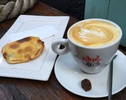 Combo Cappuccino + Empanada por R$6,75