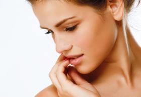 Limpeza de Pele Biofotônica: Extração + Fluido Adcos + Terapia Led + Máscara Adcos