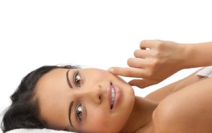 Peeling de Diamante + Extração Profunda + Máscara Suavizante Adcos + Terapia Led