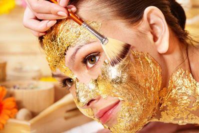 Higienização Facial + Drenagem + Peeling de Diamante + Máscara de Ouro