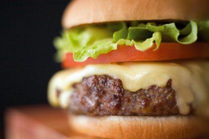 Delivery: Compre 01 Cheeseburger Simples + 2 Refrigerantes e o 2° Cheeseburger Simples é GRÁTIS