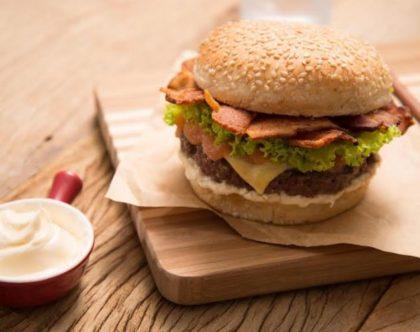 Compre um Combo (Burguer + Guaraná) por R$18,00 e GANHE 1 Cheeseburger ou Salada
