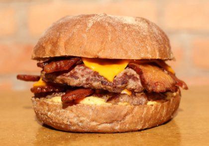 Mega Bacon 2×1: Pague 1 e leve 2 por R$32