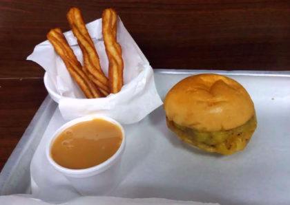 Combo Basicão Burger + Churros 2×1: Pague 1 e leve 2 por R$21