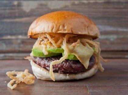 Califórnia Burger 2×1: Pague 1 e leve 2 por R$28