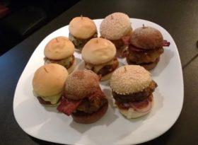 Porção de Mini Hambúrguer com 30% de desconto