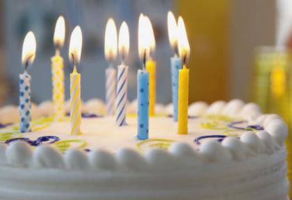 Comemore seu aniversário conosco! O Bolo e o Karaokê são GRÁTIS!
