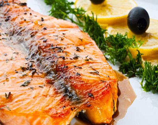 Jantar completo para casal (Entrada de petiscos típicos + 2 Saladas + 2 Pratos principais)