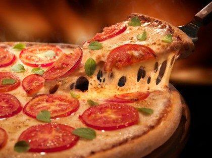 Pizzas Médias com 40% de desconto na Domino's! Consulte as lojas participantes