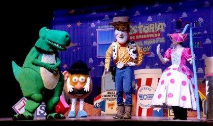 """Espetáculo Infantil """"AMIGO ESTOU AQUI – Incrível mundo de Toy Story"""""""