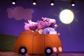 """Espetáculo Infantil """"A Família Pig pra brincar e cantar"""""""