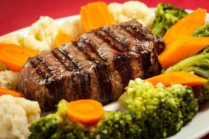 Para 2 pessoas: Entrada + Prato principal + Salada + Sobremesa