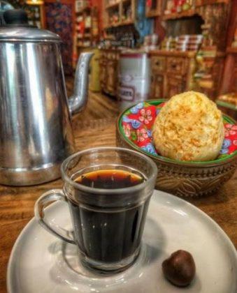 Cafezin Mineiro: Café Coado + Pão de Queijo Tradicional