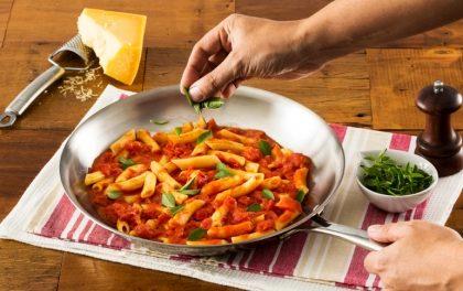 Terça: Peça o Menu R$ 49,00 (Entrada + Penne al Burro, Pomodoro i Basilico + Sobremesa) e ganhe 1 Café Cannoli
