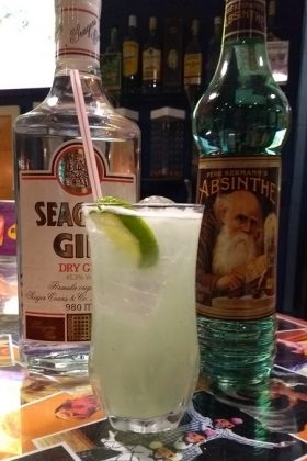 [18+ anos] BAR: Drink Bricabraque (absinto, gin, abacaxi, hortelã e açúcar)