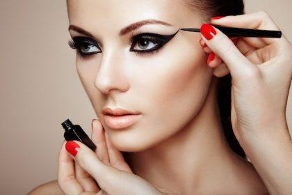 Liquidação + cupom: 55% OFF + 10% extra com cupom em maquiagens.