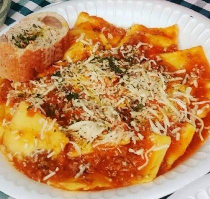 Mamma Bia: Ravióli 4 queijos ou tomate seco com queijo ao sugo com 12% de desconto