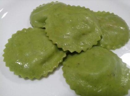 Mamma Bia: Ravióli recheado de alho poró, brócolis e queijo ao sugo com 10% de desconto
