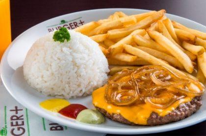 Burger 180g com Queijo Cheddar e Cebola Grelhada + 2 Acompanhamentos (Top Center)