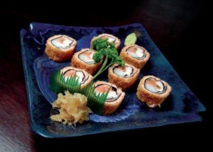 1/2 porção de Hot Roll (4 unid) + 1/2 porção de Mini Hot Roll (4 unid) + 2 Temakis + 1 Missoshiru + 1 Bebida