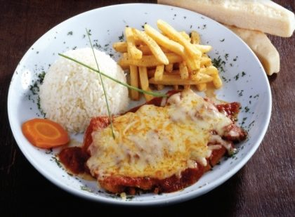 Parmigiana de Frango com Arroz e Fritas por apenas R$ 14,90 (Top Center Shopping)