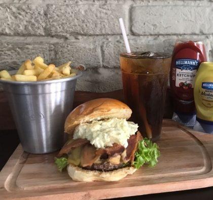Combo R$ 25: Burger GOTTI + Drink de Chá Lipton + Batata McCain