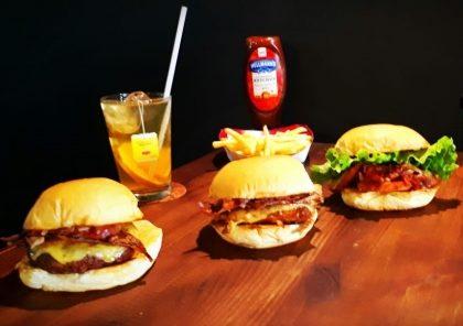 Combo R$25: Honey Burger + Drink de Chá Lipton + Batata McCain