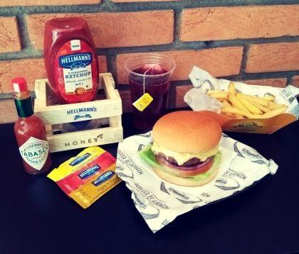 Combo R$ 25: Cheeseburger Simples + Drink de Chá Lipton + Batata McCain