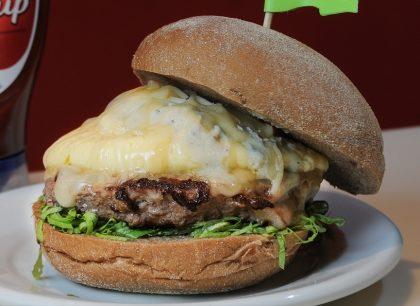 Burgy Piggy + Porção de Jumbo Fries + Refrigerante por apenas R$ 40,90!