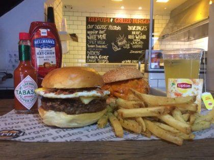 Combo R$ 25: Burger The Tasty Jalapeño + Drink de Chá Lipton + Batata McCain