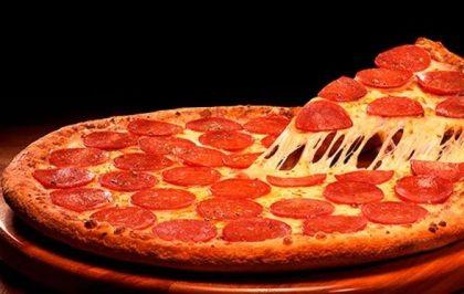Pizza Especialidades Giga + 2 Fantas Guaraná Lata – Consulte lojas participantes