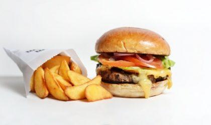 Combo R$ 25: Qualquer Burger + Drink de Chá Lipton + Batata McCain