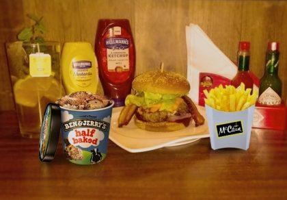 Combo R$ 25: Burger Toronto + Drink de Chá Lipton + Batata McCain