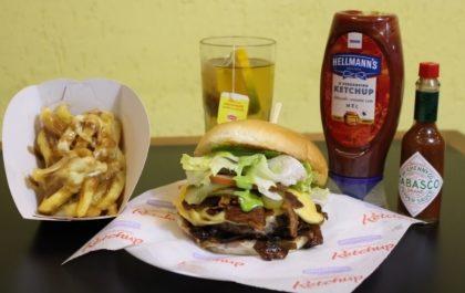 Combo R$ 25: Burger Fat Boy + Drink de Chá Lipton + Batata McCain