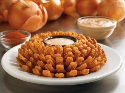 Vila Olímpia: Compre um dos novos sabores do Festival de Burgers ou prato principal ou aperitivo e ganhe Bloomin'Onion®