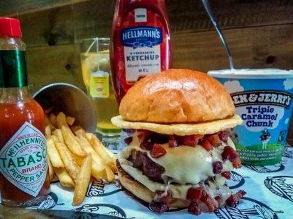 Combo R$ 25: Burger Legion of Boom + Drink de Chá Lipton + Batata McCain